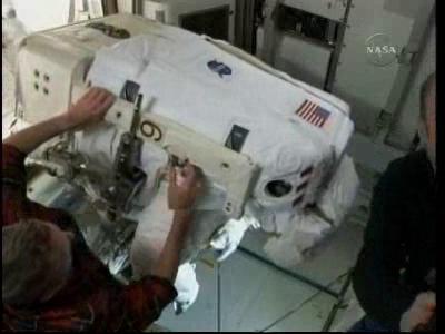 [STS-132] Atlantis : EVA 2, Steve Bowen et Mike Good. - Page 2 Vlcsn237