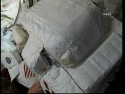 [STS-132] Atlantis : EVA 2, Steve Bowen et Mike Good. - Page 2 Vlcsn238