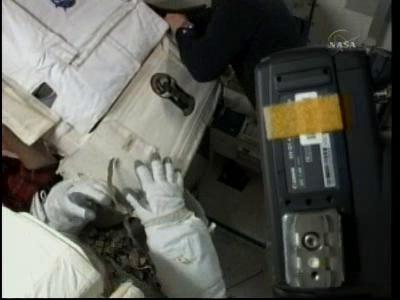 [STS-132] Atlantis : EVA 2, Steve Bowen et Mike Good. - Page 2 Vlcsn242