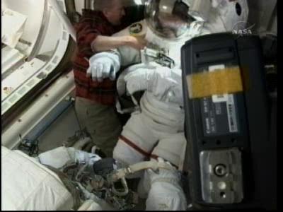 [STS-132] Atlantis : EVA 2, Steve Bowen et Mike Good. - Page 2 Vlcsn244