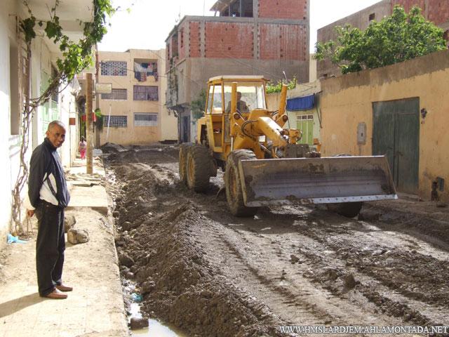 إنطلاق أشغال تهيئة الطرق و الشوارع بإشراف السلطات المحلية والتقنية ببلدية لرجام Dscf8910