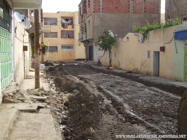 إنطلاق أشغال تهيئة الطرق و الشوارع بإشراف السلطات المحلية والتقنية ببلدية لرجام Dscf8911