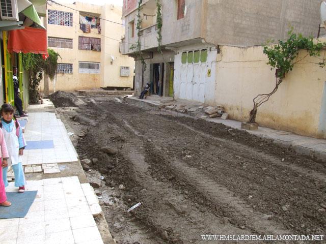 إنطلاق أشغال تهيئة الطرق و الشوارع بإشراف السلطات المحلية والتقنية ببلدية لرجام Dscf8912