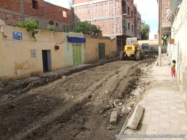إنطلاق أشغال تهيئة الطرق و الشوارع بإشراف السلطات المحلية والتقنية ببلدية لرجام Dscf8913