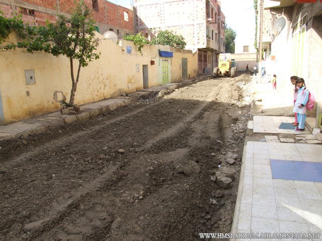 إنطلاق أشغال تهيئة الطرق و الشوارع بإشراف السلطات المحلية والتقنية ببلدية لرجام Dscf8914