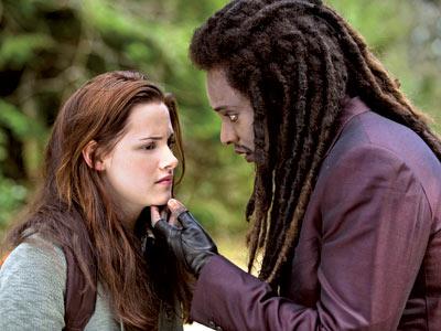 Bella et Edward enfin !! (news photos) Bella-12