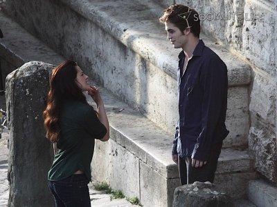 Bella et Edward enfin !! (news photos) Pic42t10