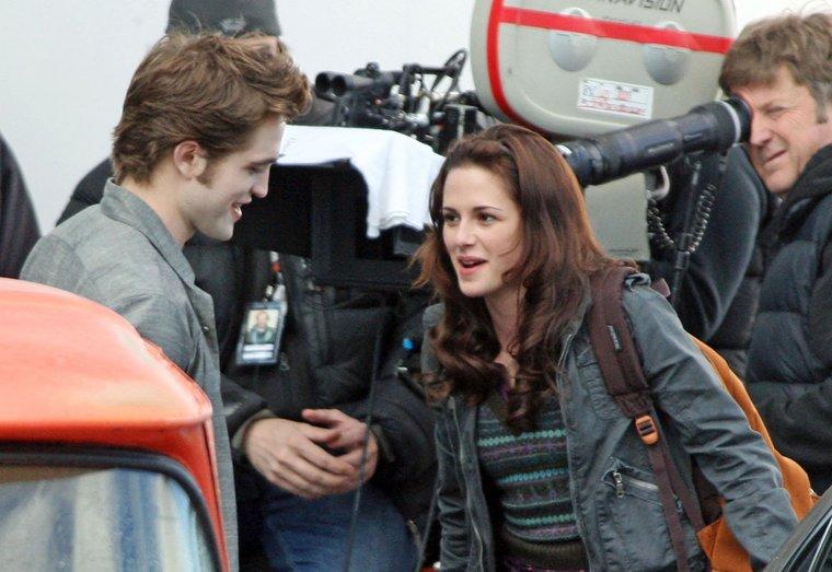 Bella et Edward enfin !! (news photos) Robert10