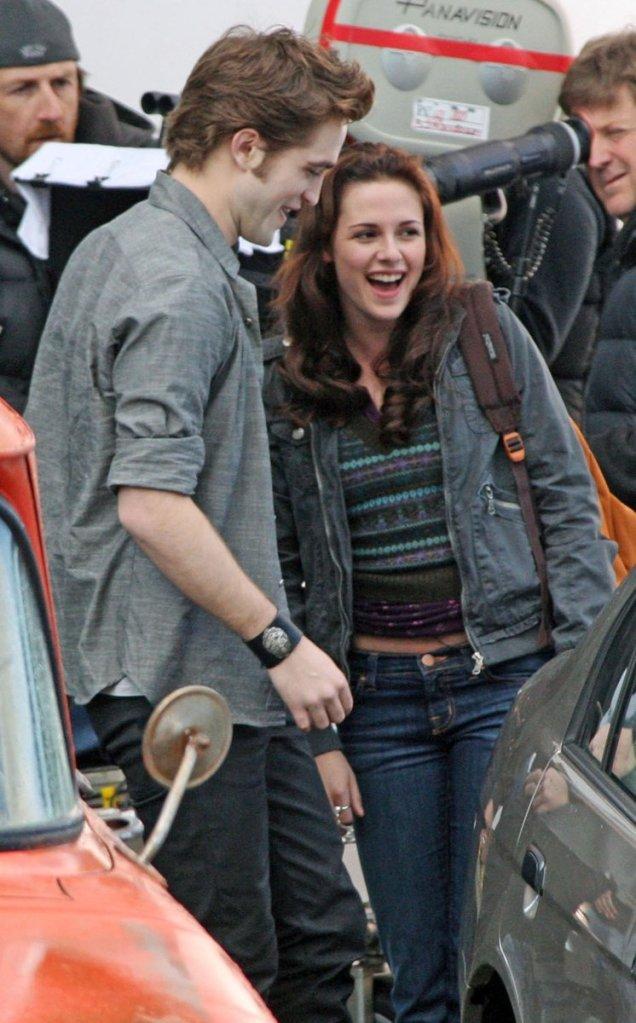 Bella et Edward enfin !! (news photos) Robert11