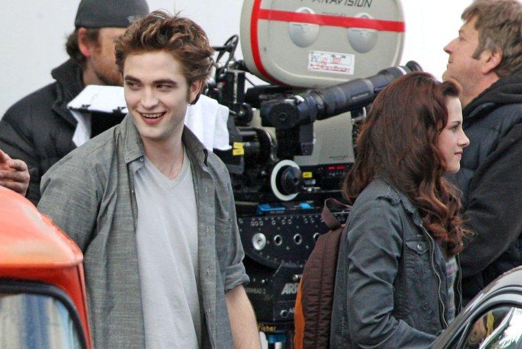 Bella et Edward enfin !! (news photos) Robert13