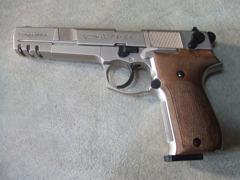 240 diana 4x32, beretta 92fs laser, p88 compétition, pistolet arbalette 80lbs Dscf4013
