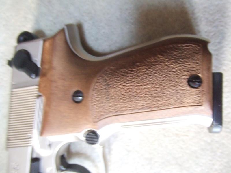 240 diana 4x32, beretta 92fs laser, p88 compétition, pistolet arbalette 80lbs Dscf4017