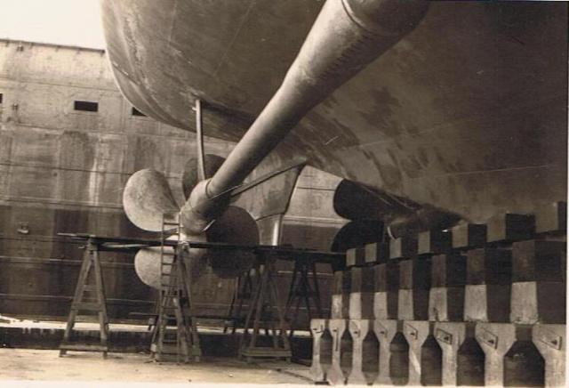 """Escorteur d'escadre """"La Galissonnière""""  plan MRB 1/100è (le chantier a réouvert ses portes) - Page 2 00911"""