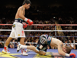 Pacquiao takes out 'Hitman' Hatton in the second round Zzz_0510