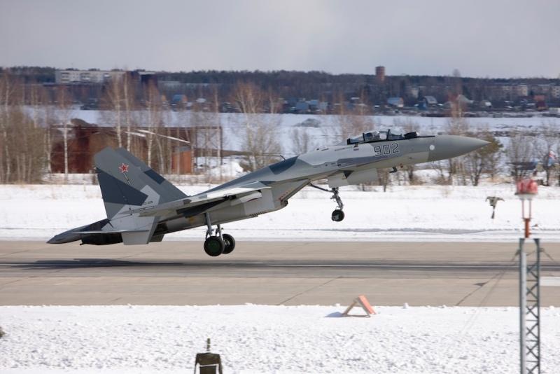 Chasseur Su-35BM  37757310