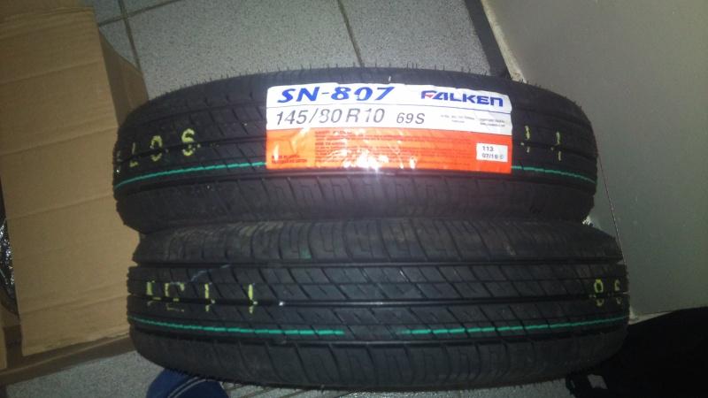 Vends 2 pneus 145x10 neufs Dsc00118