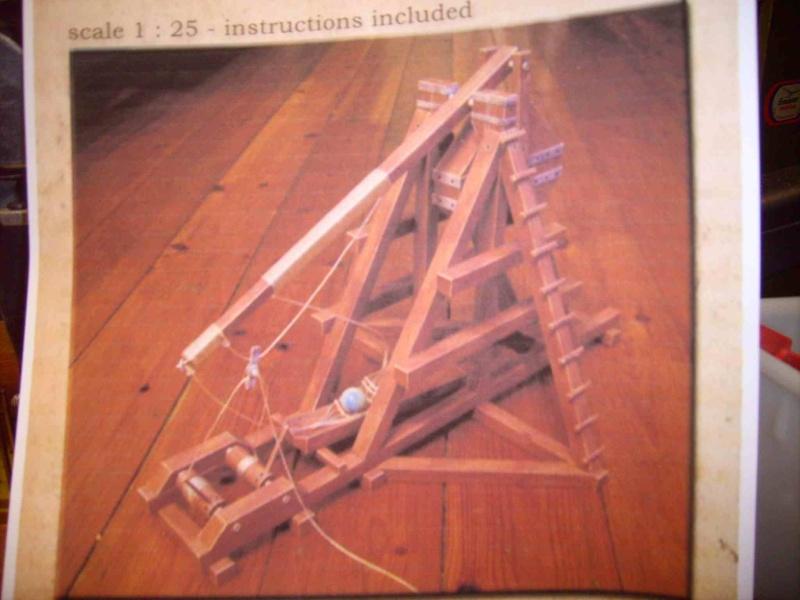 Trebuchet in 1/25 aus Holz Lpic3917