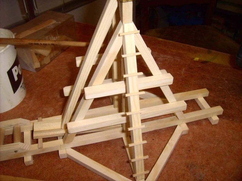 Trebuchet in 1/25 aus Holz Lpic3924