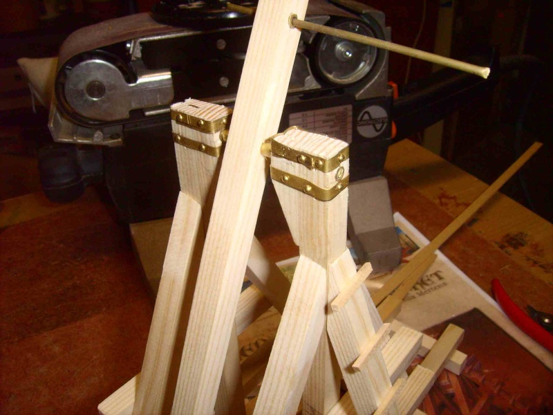 Trebuchet in 1/25 aus Holz Lpic3928