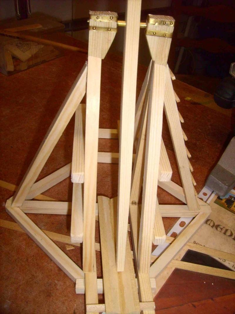 Trebuchet in 1/25 aus Holz Lpic3929
