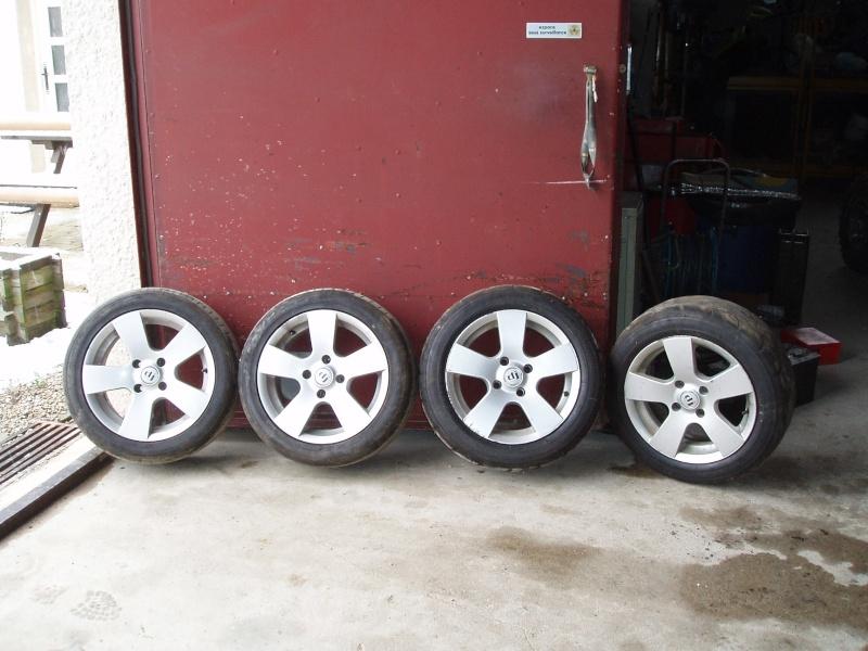Vends nombreuses roues complètes avec pneus route, neige et cloutés spécial F16 Pb150013