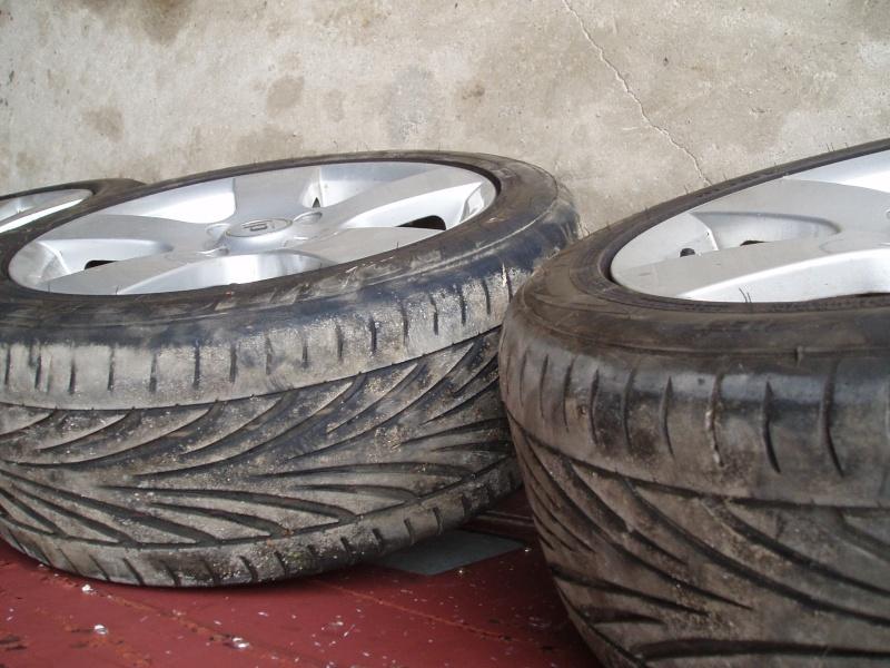 Vends nombreuses roues complètes avec pneus route, neige et cloutés spécial F16 Pb150014