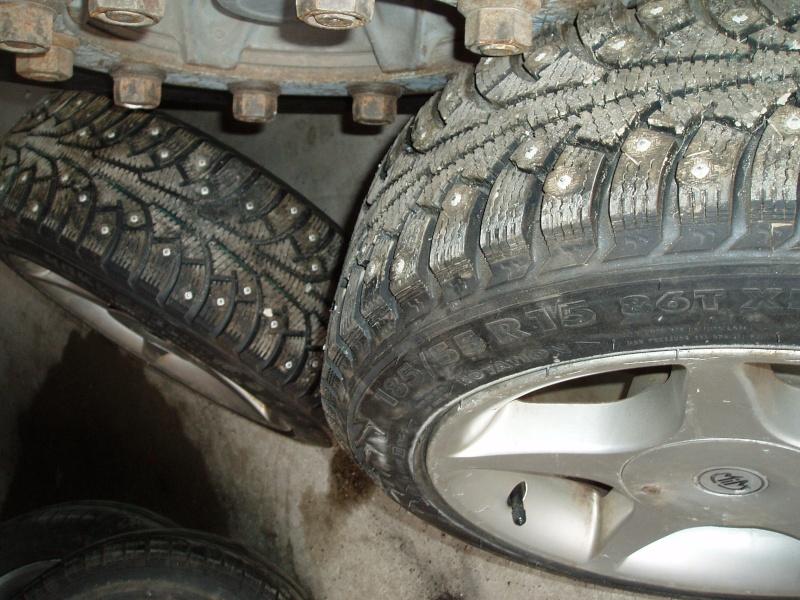 Vends nombreuses roues complètes avec pneus route, neige et cloutés spécial F16 Pb150017