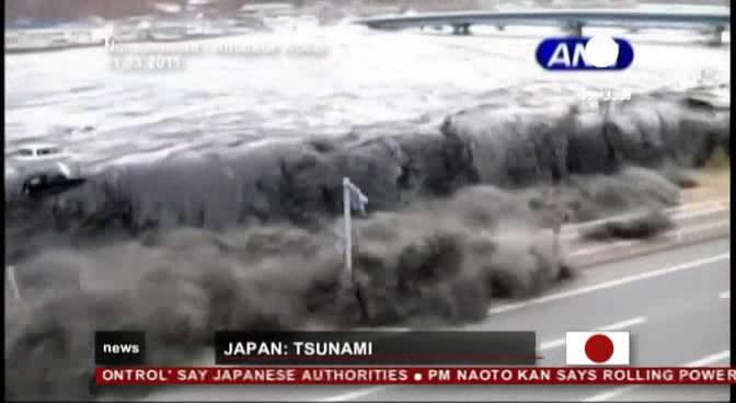 زلزال اليابان وفيضان تسونامي بعد الزلزال فيديو  W810t310