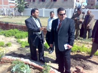 زيارة بعض مدارس المحافظة لمدرستنا 2009-2010 20100330