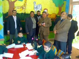 زيارة بعض مدارس المحافظة لمدرستنا 2009-2010 20100331