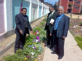 زيارة بعض مدارس المحافظة لمدرستنا 2009-2010 20100339