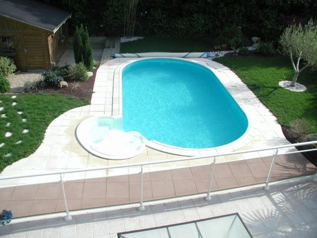 Evolution du jardin quelques années après la construction de la piscine - Page 2 P5130011