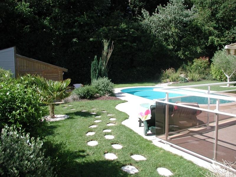 Evolution du jardin quelques années après la construction de la piscine - Page 2 P6260013