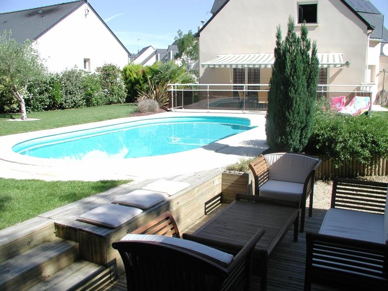 Evolution du jardin quelques années après la construction de la piscine - Page 2 P6260014