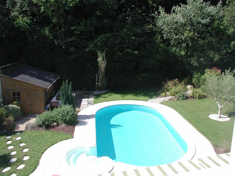 Evolution du jardin quelques années après la construction de la piscine - Page 2 P6260017