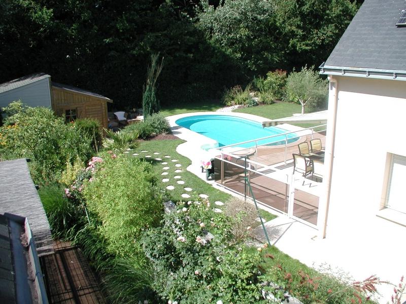 Evolution du jardin quelques années après la construction de la piscine - Page 2 P6260019