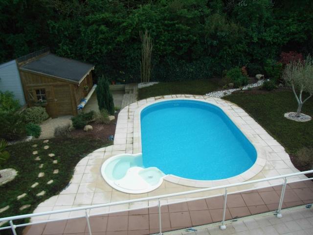 Evolution du jardin quelques années après la construction de la piscine R0013512