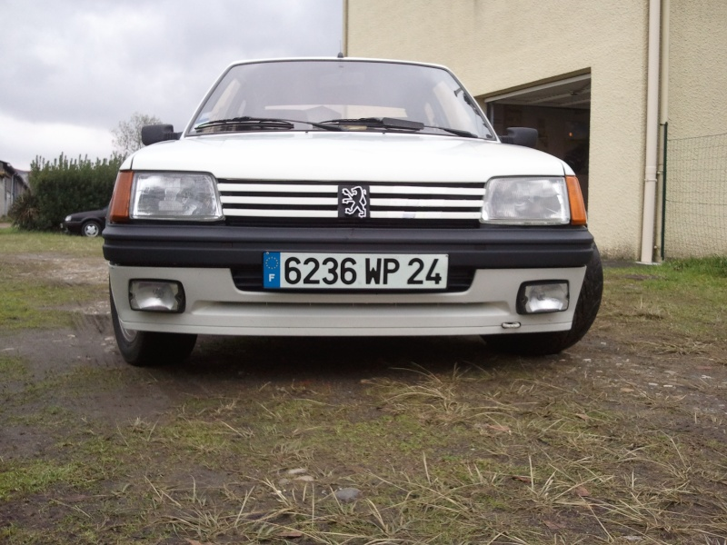 [manu47] 205 GTI 1.6L blanc meige 1987 Photo054