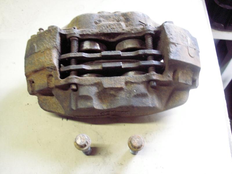 Remise en état des étriers de frein AV de Defender Pict0517