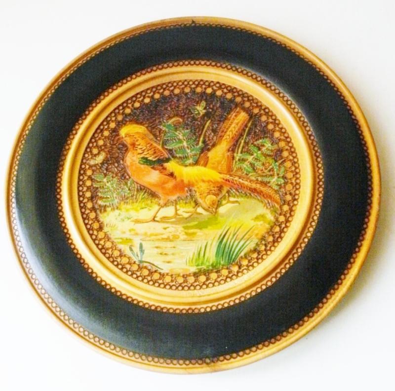 assiette en bois peinte Pa030014