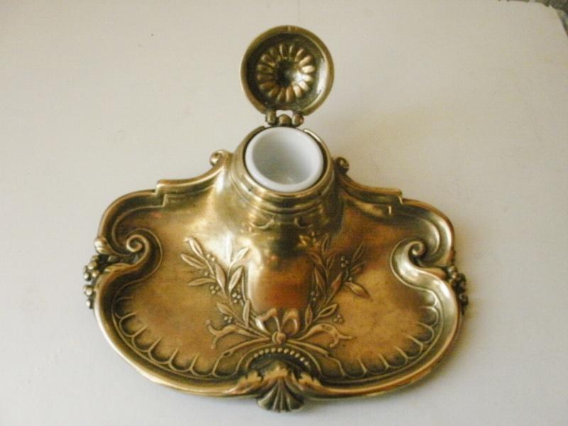 encrier en bronze décor laurier avec son godet Pa160015