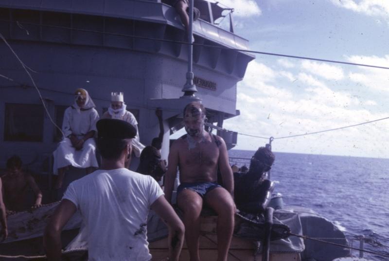 [ Les traditions dans la Marine ] LE PASSAGE DE LA LIGNE - ÉQUATEUR (Sujet unique) - Page 8 Ligne_10