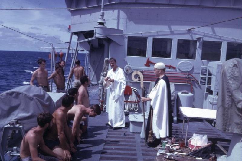 [ Les traditions dans la Marine ] LE PASSAGE DE LA LIGNE - ÉQUATEUR (Sujet unique) - Page 8 Passag12