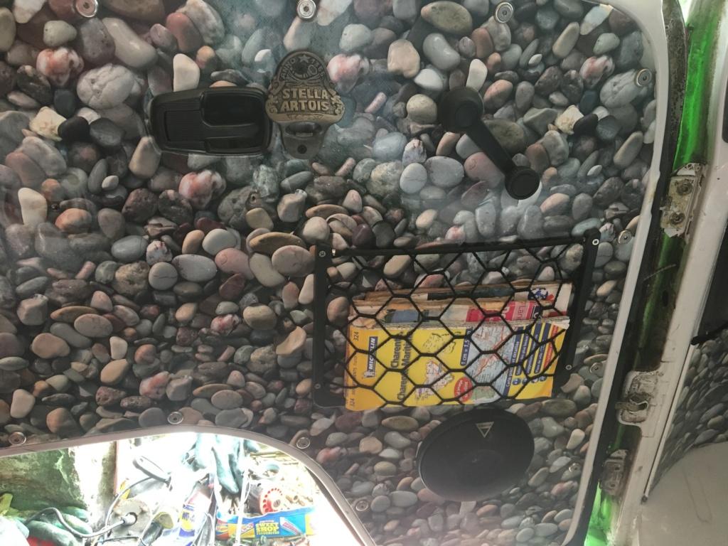Door nets and under dash tray. . . 27100910