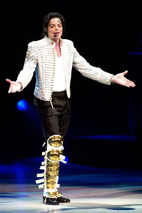 I sosia di Michael Jackson - Pagina 2 Micha100