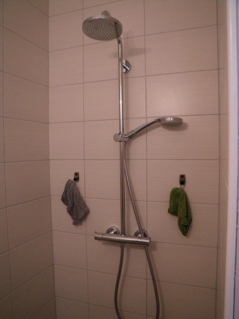 une pi ce de plus notre salle de bains page 4. Black Bedroom Furniture Sets. Home Design Ideas