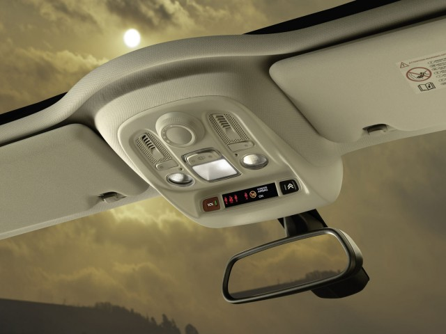 FOTO: Citroen a prezentat primele fotografii cu noul Citroen C4 Oficia10
