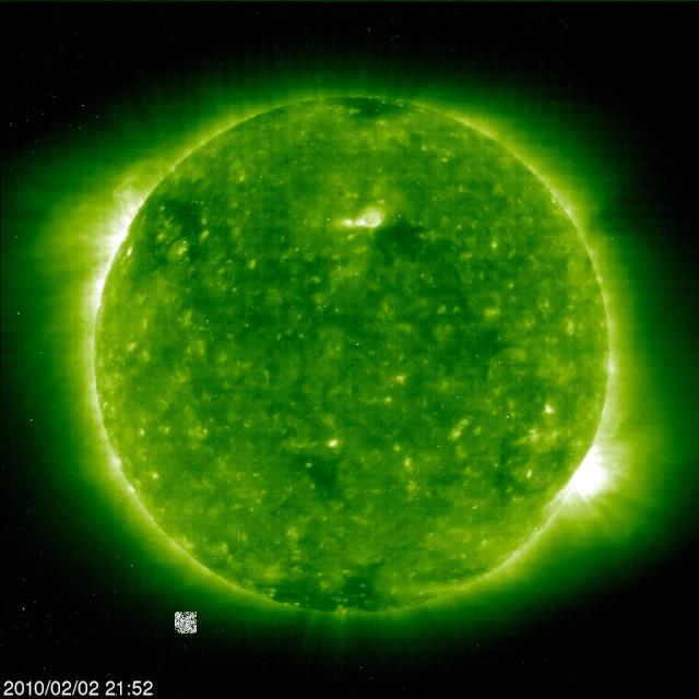 Ovnis de la taille de planètes autour du Soleil 20100217