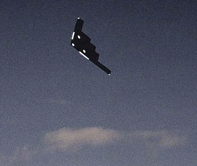 Propulsion MHD et antigravité - le bombardier B2 - Page 2 B2mhd10