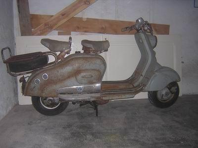 les vieux scooters en tôle... Lambre10